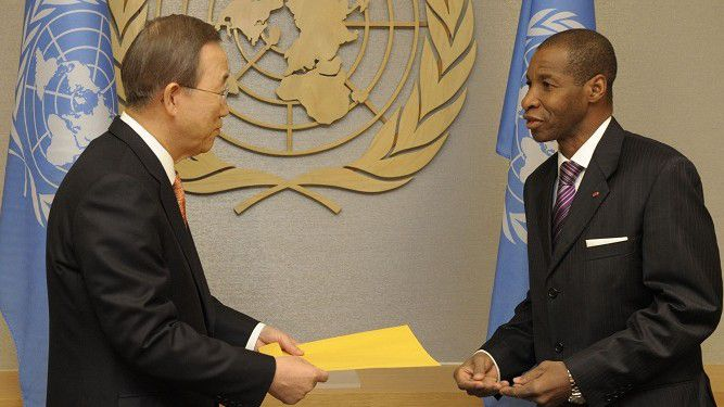 Ivory Coast's Ambassador to the U.N. Youssoufou Bamba (R) presents his credentials to U.N. Secretary-General Ban Ki-moon at the U.N. headquarters in New York December 29, 2010. REUTERS/Evan Schneider/UN/Handout (UNITED STATES - Tags: POLITICS) FOR EDITORIAL USE ONLY. NOT FOR SALE FOR MARKETING OR ADVERTISING CAMPAIGNS. THIS IMAGE HAS BEEN SUPPLIED BY A THIRD PARTY. IT IS DISTRIBUTED, EXACTLY AS RECEIVED BY REUTERS, AS A SERVICE TO CLIENTS