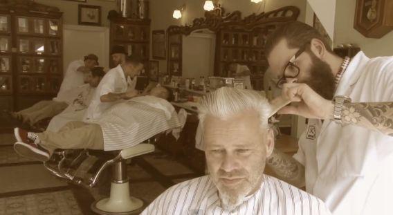 Ouderwetse scheer- en knipbeurten bij de Rotterdamse barbiers van Schorem. Dit weekend organiseren ze hun eigen rock-'n-rollfestival in de Van Nellefabriek.