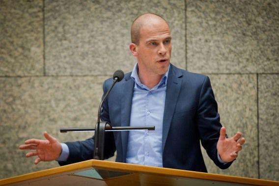 Diederik Samsom is tegen het akkoord van CDA, VVD, GroenLinks, ChristenUnie en D66. Volgens hem is het een oneerlijk pakket.
