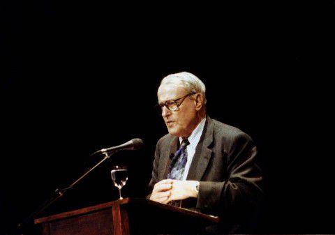 W.F. Hermans tijdens lezing 'Nacht van het Boek', op 25 maart 1995 in de Stadsschouwburg te Tilburg.
