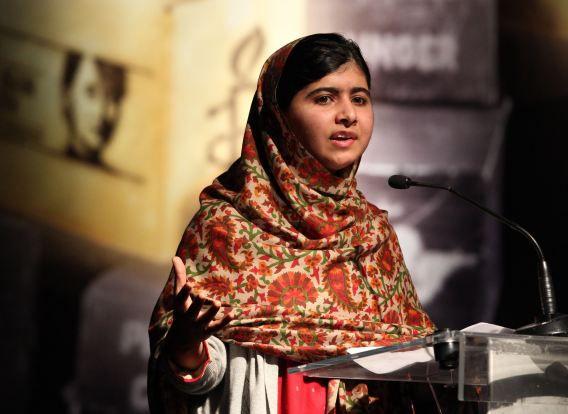 Malala Yousafzai tijdens een voordracht nadat ze de Amnesty International Ambassador of Conscience Award 2013 in ontvangst nam.