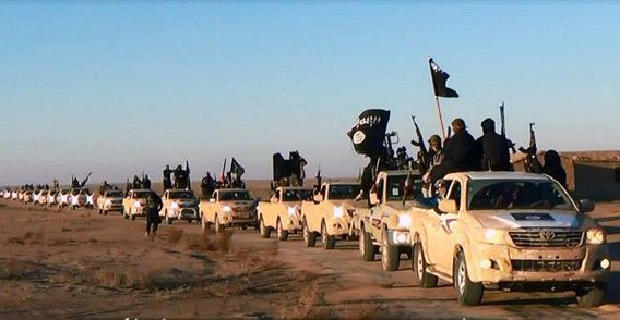 Op deze foto van een site die strijders gebruiken, rijdt een konvooi rebellen in de provincie Anbar.