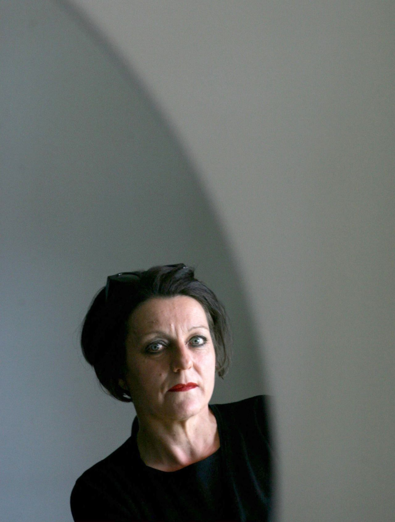 Romanian-born German writer Herta Mueller poses in this file picture taken May 19, 2005. Mueller won the 2009 Nobel prize for literature, the award committee said on October 8, 2009. Picture taken May 19, 2005. REUTERS/Jack Mikrut/Scanpix Sweden/Files (SWEDEN SOCIETY) SWEDEN OUT. NO COMMERCIAL OR EDITORIAL SALES IN SWEDEN