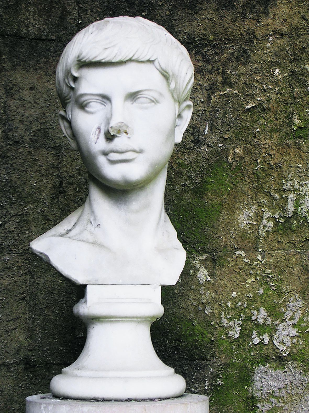 """Ancient Roman bust (so-called """"Bust of Vergil"""") from the Tomb of Vergil in Naples, Italy. Foto: A. Hunter Wright"""
