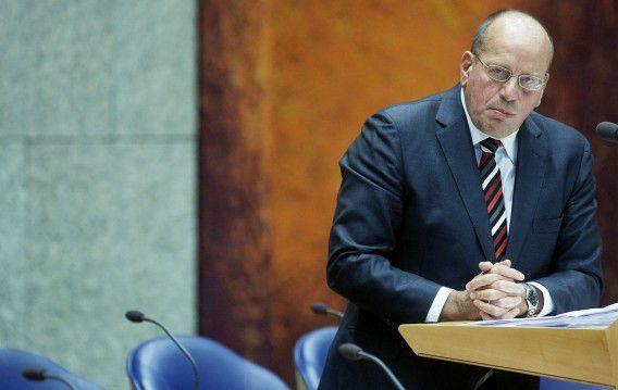 Staatssecretaris Fred Teeven tijdens het debat in de Tweede Kamer waarin zijn optreden gisteravond wordt besproken.