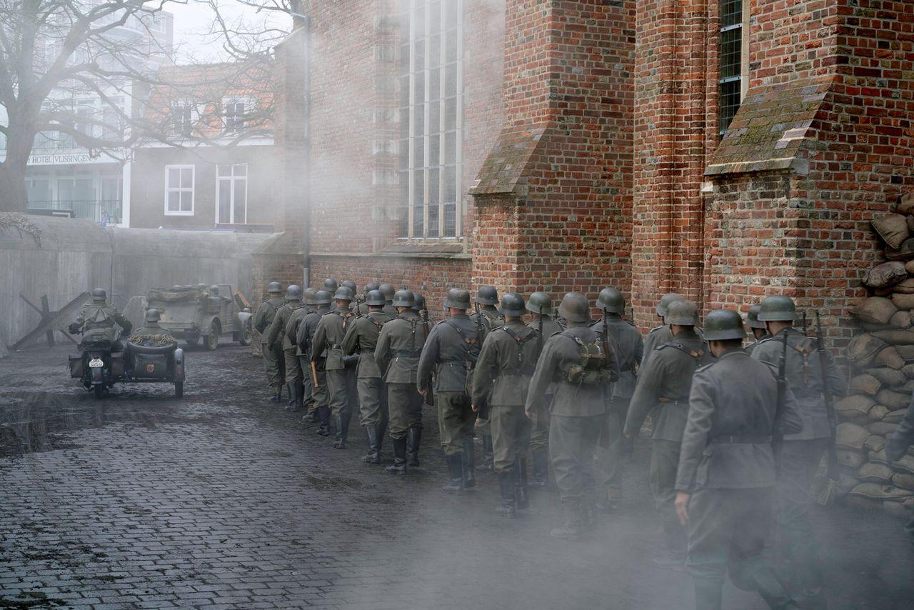 Door de slag om de Schelde zetten de Duitsers de aftocht uit Zeeland in tijdens de Tweede Wereldoorlog. Beeld van de opnames van 'De Slag om de Schelde'.