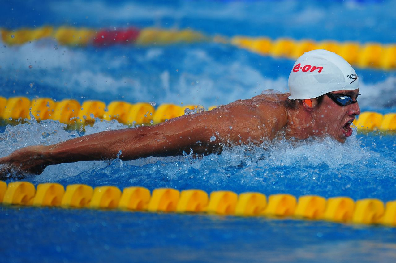 Netherland's Joeri Verlinden competes in the men's 100m butterfly semifinal at the European Swimming Championships in Budapest on August 13, 2010. AFP PHOTO / DANIEL MIHAILESCU