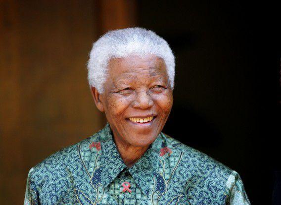 Nelson Mandela in Johannesburg op archiefbeeld uit 2005.