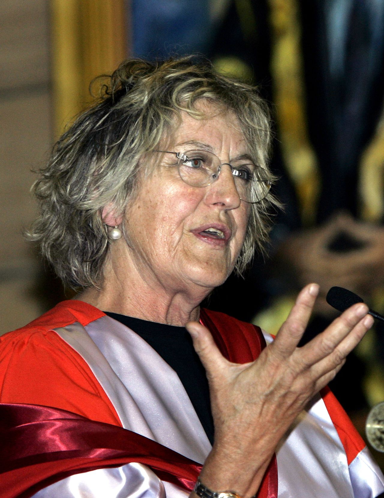 """Publiciste en activiste Germaine Greer (The Female Eunuch) is één van de gasten in het culturele discussieprogramma Newsnight review, BBC 2, 0.00-0.35u. ** FILE ** Germaine Greer speaks after she was presented with an Honorary Degree in the great hall of the Sydney University in Sydney, Australia Friday, Nov. 4, 2005. Greer, known for being an outspoken Australian feminist, was awarded an Honorary Degree of Doctor of Letters. Author Salman Rushdie squared off against the feminist icon in a letter published in a newspaper, labeling her support for a group of Bengali film protesters as """"philistine, sanctimonious, and disgraceful."""" A group of Bangladeshi traders opposes the film version of Monica Ali's book """"Brick Lane,"""" a story about a Bangladeshi woman living in the area of east London. Protesters, unhappy over how the book depicts people in the area, gathered in London Sunday, July 30, 2006 for the culmination of a campaign that has led to the cancellation of plans to shoot scenes for a movie in their neighborhood. (AP Photo/Rob Griffith)"""