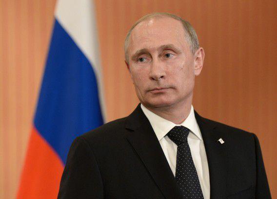 De Russische president Vladimir Poetin spreekt met de media in het kasteel van Benouville. Vanmiddag sprak hij met zowel president Obama als de nieuwe Oekraïense president Porosjenko over de situatie in Oekraïne.
