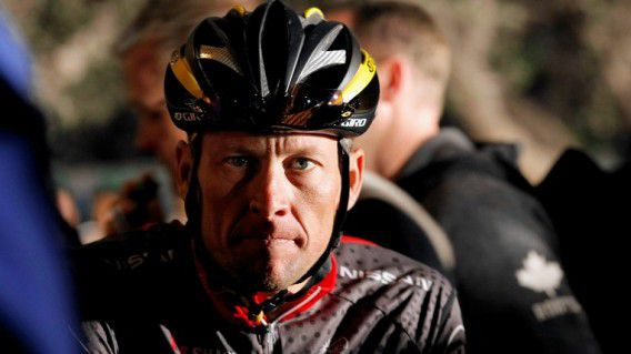 Lance Armstrong in 2010 voor Radioshack in Kaapstad. Het lijkt erop dat hij al z'n Tourzeges kwijtraakt.