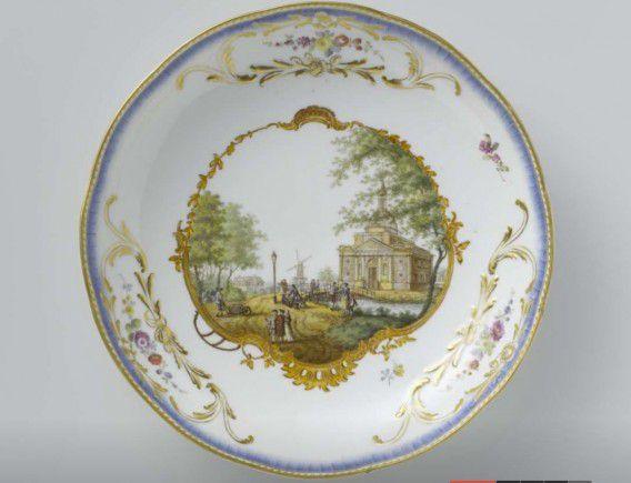 Een van de stukken van het Meissen-servies dat in bezit is van het Rijksmuseum.