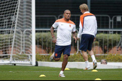 Nigel de Jong in actie tijdens de training vandaag.