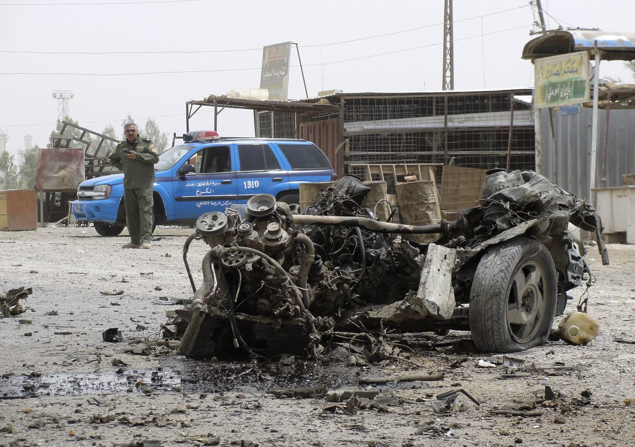 The wrecked remains of a vehicle used in a bomb attack is seen at the bomb site in the town of Taji, about 20 km (12 miles) north of Baghdad July 5, 2011. A car bomb and another explosive device blew up in a crowded parking lot outside a government building north of Baghdad on Tuesday, killing at least 27 people and wounding dozens more, officials said. REUTERS/Stringer (IRAQ - Tags: CIVIL UNREST POLITICS)