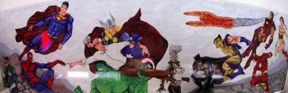 De 'superhelden Sixtijnse kapel' in een stripwinkel in Madrid met onder meer de Hulk en Captain America.