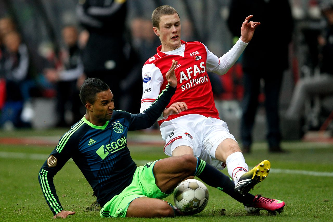 Onderwerp/Subject: Eredivisie Reklame: Club/Team/Country: Seizoen/Season: 2012/2013 FOTO/PHOTO: Thomas LAM (R) of AZ Alkmaar in duel with Danny HOESEN (L) of Ajax. (Photo by PICS UNITED) Trefwoorden/Keywords: #04 $28 ±1355238478396 Photo- & Copyrights © PICS UNITED P.O. Box 7164 - 5605 BE EINDHOVEN (THE NETHERLANDS) Phone +31 (0)40 296 28 00 Fax +31 (0) 40 248 47 43 http://www.pics-united.com e-mail : sales@pics-united.com (If you would like to raise any issues regarding any aspects of products / service of PICS UNITED) or e-mail : sales@pics-united.com ATTENTIE: Publicatie ook bij aanbieding door derden is slechts toegestaan na verkregen toestemming van Pics United. VOLLEDIGE NAAMSVERMELDING IS VERPLICHT! (© PICS UNITED/Naam Fotograaf, zie veld 4 van de bestandsinfo 'credits') ATTENTION: © Pics United. Reproduction/publication of this photo by any parties is only permitted after authorisation is sought and obtained from PICS UNITED- THE NETHERLANDS