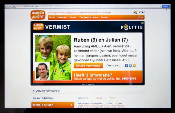 Een screendump van het Amber Alert dat de politie voor twee jongens uit Zeist heeft afgegeven.