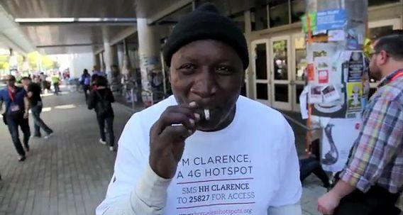 Dit is Clarence, een 4G hotspot. Screenshot YouTube / racialjustice