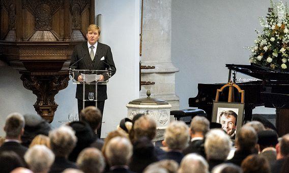 Koning Willem-Alexander spreekt tijdens de herdenkingsdienst voor prins Friso in de Oude Kerk in Delft.