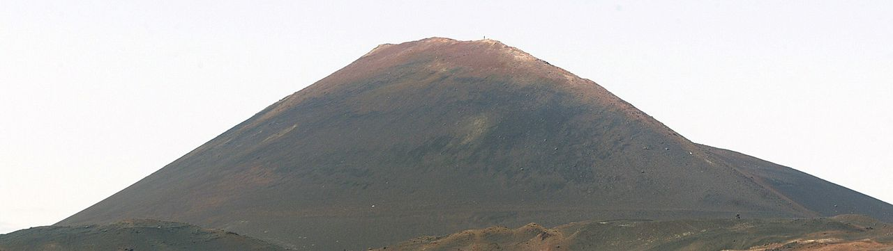 A picture taken on July 1, 2006 shows the Hekla volcano. One of Iceland's most feared volcanoes looks ready to erupt, with measurements indicating magma movement, Icelandic experts said on July 6, 2011 raising fears of a new ash cloud halting flights over Europe. The Hekla volcano is close to the ash-spewing Eyjafjoell, which last year caused the world's biggest airspace shut down since World War II, affecting more than 100,000 flights and eight million passengers. The Iceland Civil Protection Authority told AFP it was closely monitoring the situation. AFP PHOTO / MARCEL MOCHET