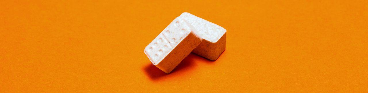 White domino, een xtc-pil in de vorm van een dominoblokje.
