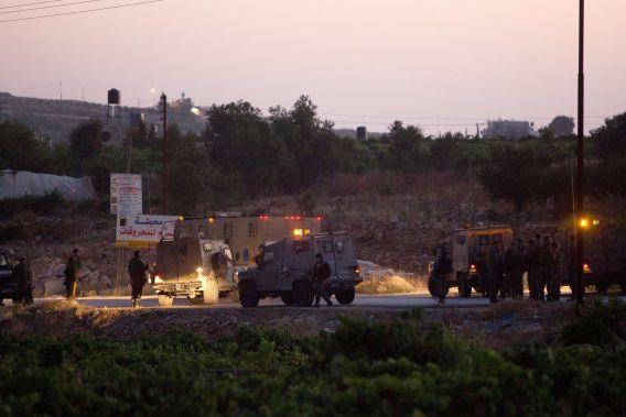 Israëlische militairen bij Halhul waar de lichamen van de drie ontvoerde jongeren zijn gevonden.