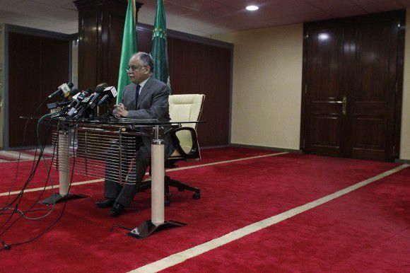 Premier Al-Baghdadi al-Mahmoudi maakt op de persconferentie duidelijk dat de positie van Gaddafi niet onderhandelbaar is. Foto AP / Tara Todras-Whitehill