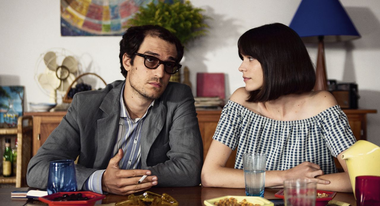 Louis Garrel en Stacy Martin in Le redoutable.