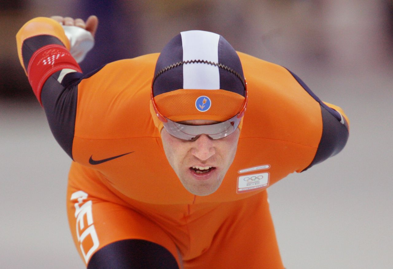 Carl Verheijen: ,,Ik kon niet harder en dan moet je je neerleggen bij het feit dat anderen sneller zijn.' Foto AFP Carl Verheijen of The Netherlands skates to win bronze in the Men's 10000M speed skating competition during the 2006 Winter Olympics 24 February 2006, in Turin. Bob De Jong of The Netherlands won the gold medal while US Chad Hedrick took the silver medal. AFP PHOTO/GOH CHAI HIN