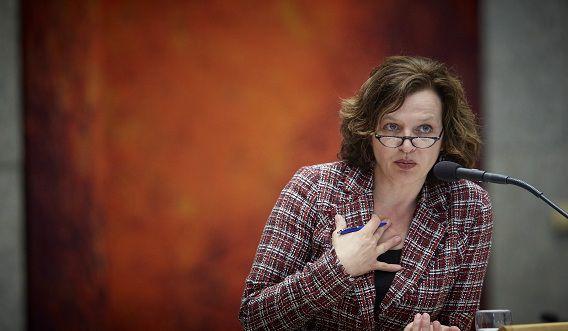Minister Edith Schippers wil een brede evaluatie van het handelen van de betrokken instanties bij zaak rond de huisarts uit Tuitjenhoorn.