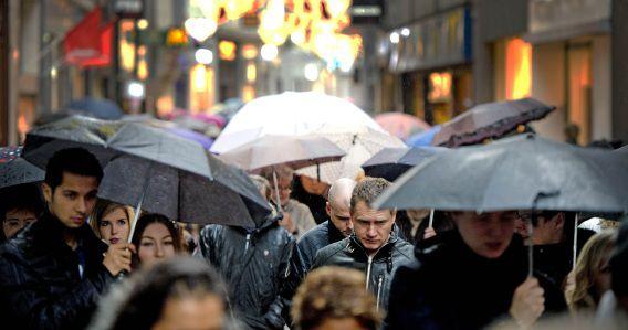 Dit was het Amsterdamse centrum vlak voor kerst. Het weerbeeld was toen gelijk aan dat van nu: weinig kou, veel regen.