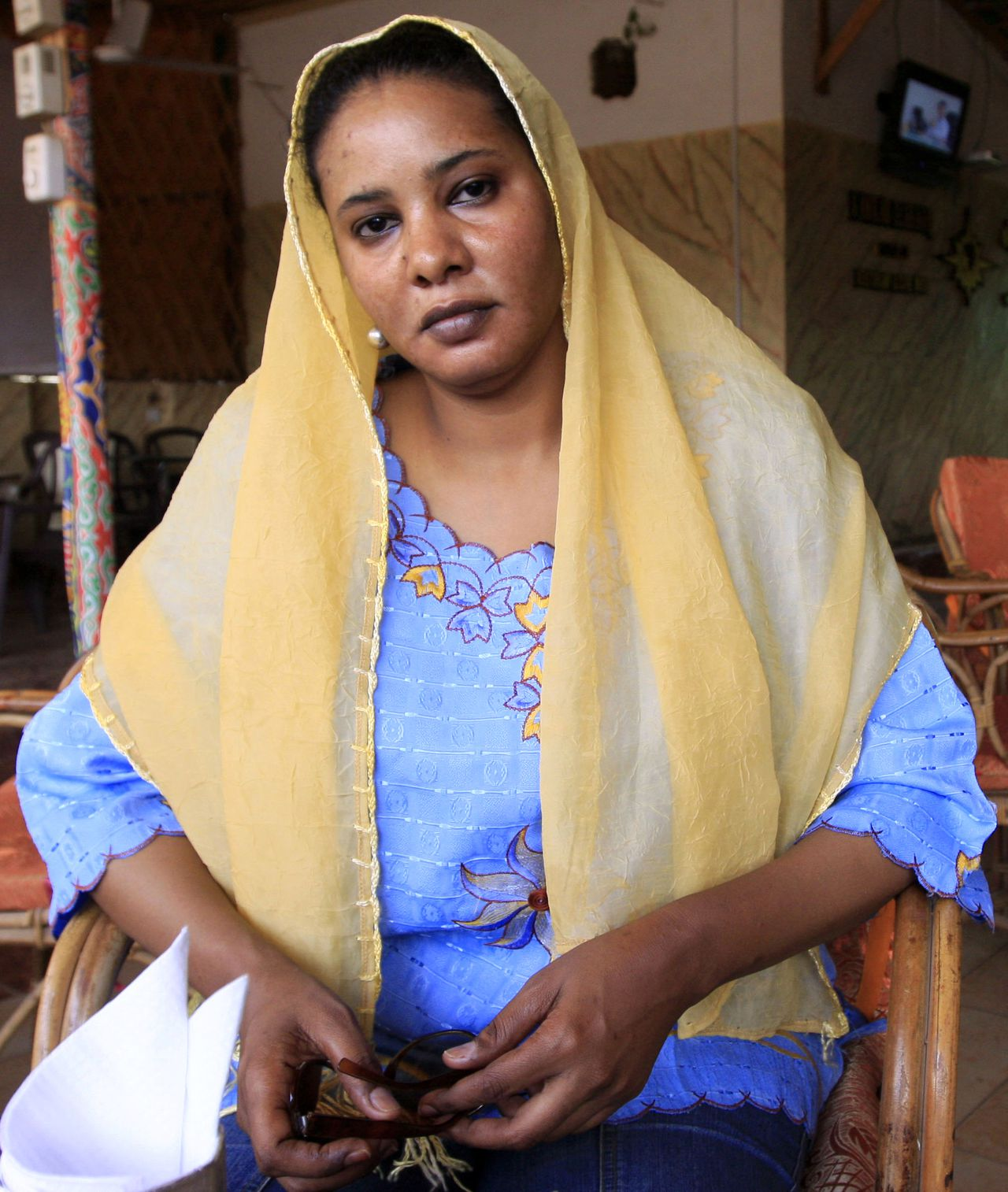 Former journalist Lubna Hussein poses for a photograph at the cafe where she was arrested in Khartoum, July 31, 2009. Hussein, facing 40 lashes for wearing trousers in public, made her first appearance in a court packed with supporters on Wednesday, in what her lawyer described as a test case in Sudan's decency laws. REUTERS/Mohamed Nureldin Abdallh (SUDAN CRIME LAW SOCIETY)