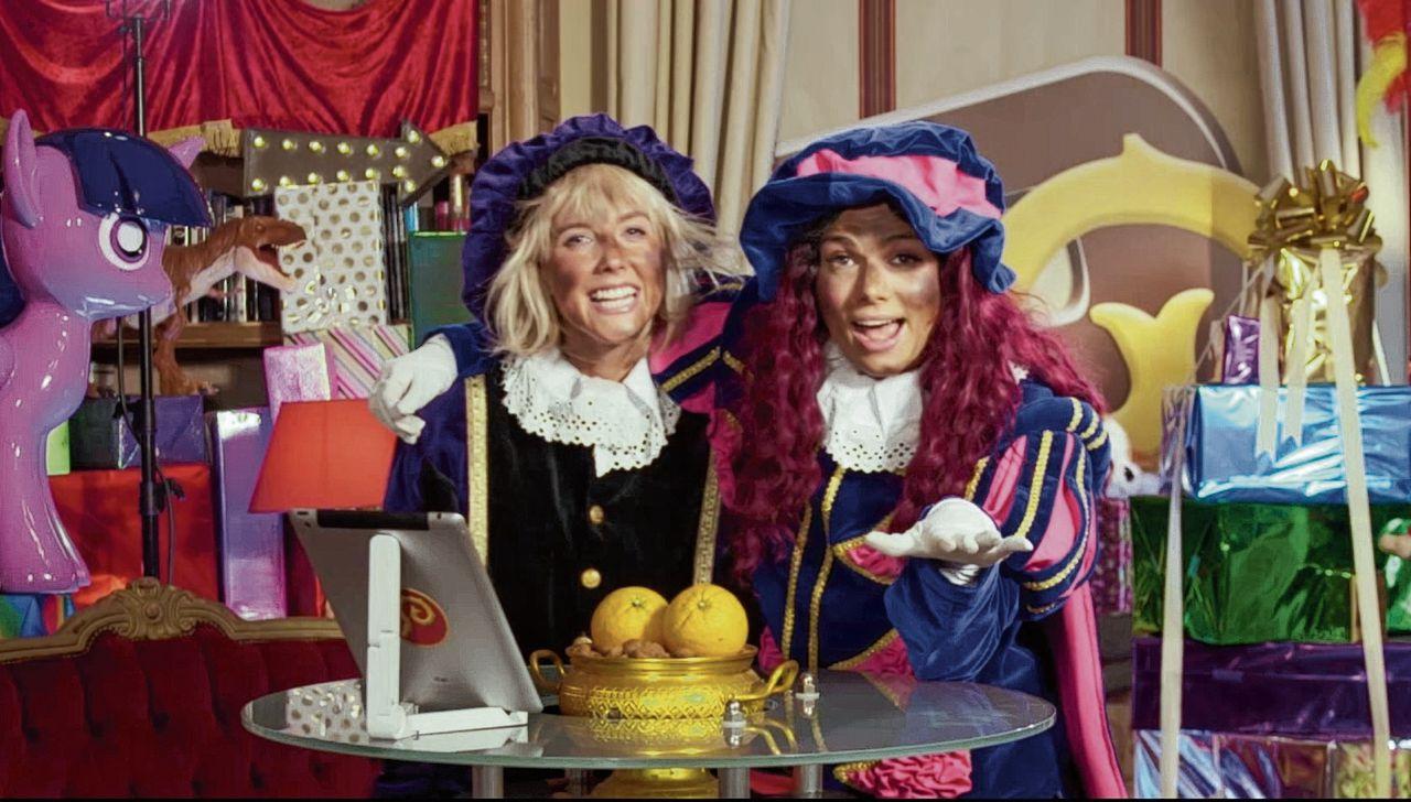 Prankpiet (Nellie Benner) en Vlogpiet (Lisa Michels) in de serie De Pepernoten Club.