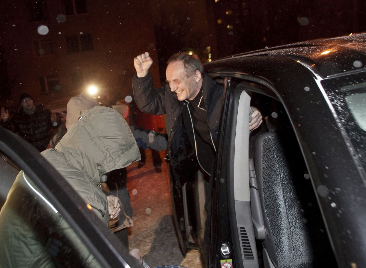 Former presidential candidate Vladimir Neklyayev gets out of a car after he was released from a prison in Minsk January 29, 2011. Belarus on Saturday released seven detainees, including a former candidate for the presidency, who were arrested in December during mass street protests over the re-election of President Alexander Lukashenko. The move came on the eve of an expected announcement by the European Union that it will reinstate a visa ban on Lukashenko and other Belarussian officials in response to his crackdown on protests following his disputed re-election in December. REUTERS/Alexander Vasukovich (BELARUS - Tags: POLITICS CRIME LAW ELECTIONS)