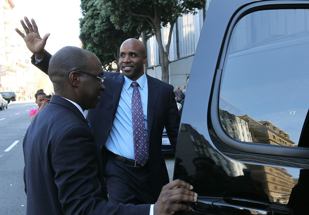 SAN FRANCISCO, CA - MARCH 31: Former Major League Baseball player Barry Bonds waves to supporters as he leaves federal court at the end of the day on March 31, 2011 in San Francisco, California. Barry Bonds' perjury trial accusing him of lying to a grand jury about his use of performance enhancing drugs when he played for the San Francisco Giants wraps up its second week. The trial is expected to last two to four weeks. Justin Sullivan/Getty Images/AFP == FOR NEWSPAPERS, INTERNET, TELCOS & TELEVISION USE ONLY ==