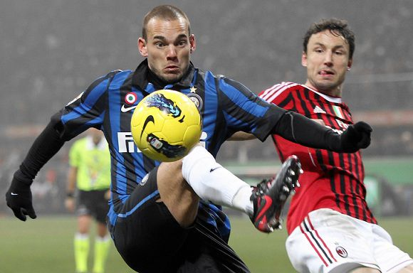 Caption: Inter Milan Dutch midfielder Wesley Sneijder, left, challenges for the ball with AC Milan midfielder Mark Van Bommel, of the Netherlands, during the Serie A soccer match between AC Milan and Inter MIlan at the San Siro stadium in Milan, Italy, Sunday, Jan. 15, 2012. (AP Photo/Antonio Calanni)