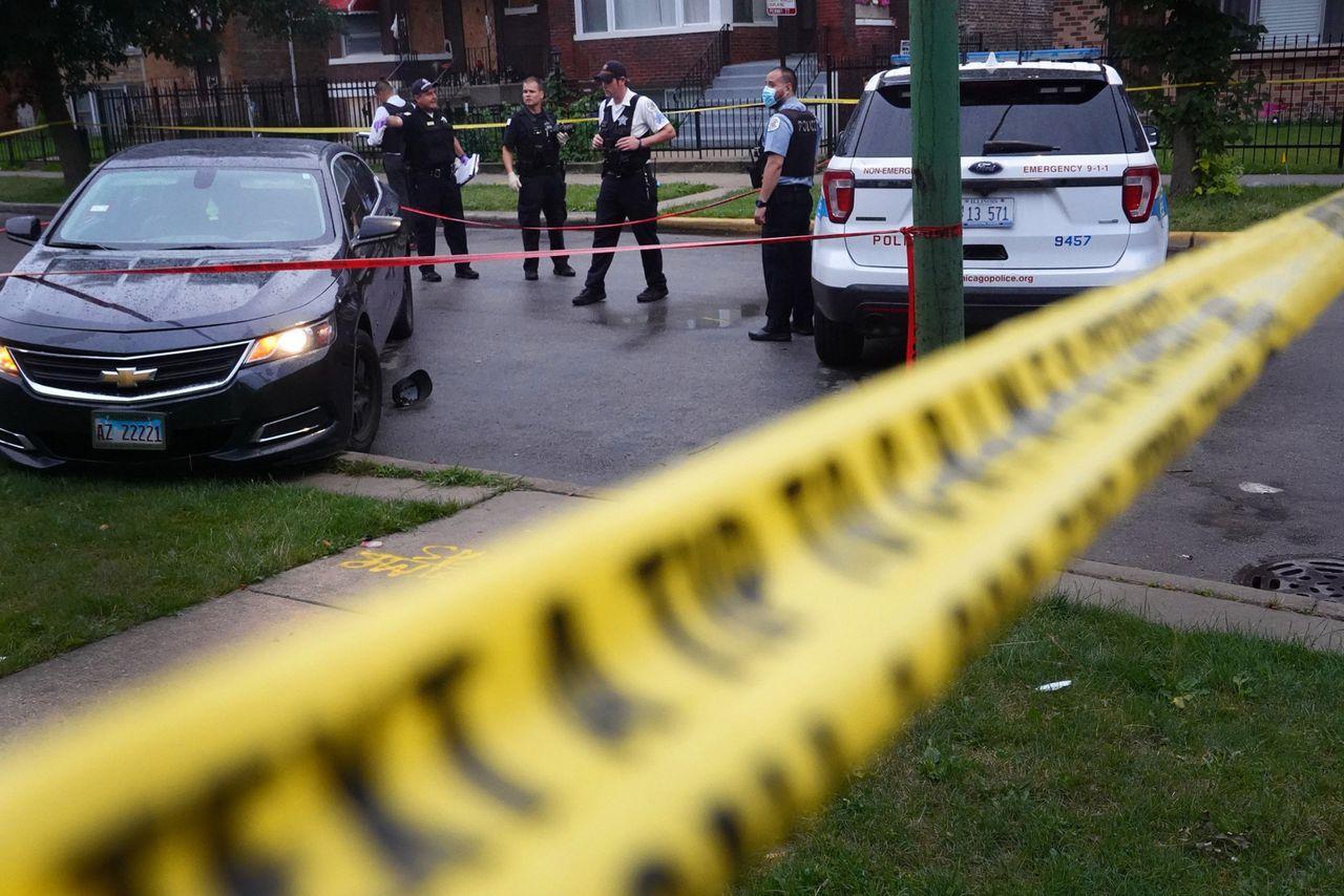 Politie onderzoekt de plaats van het incident.