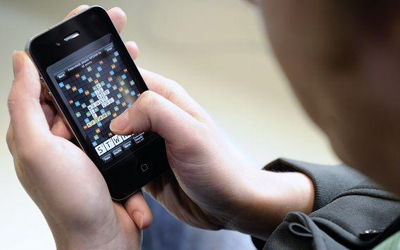 De frequentieveilig voor sneller mobiel internet levert veel meer op dan verwacht. Hoe veel precies, wordt duidelijk als de beurs sluit.