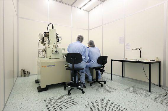 De cleanroom van het fotonica-laboratorium op de TU Eindhoven.