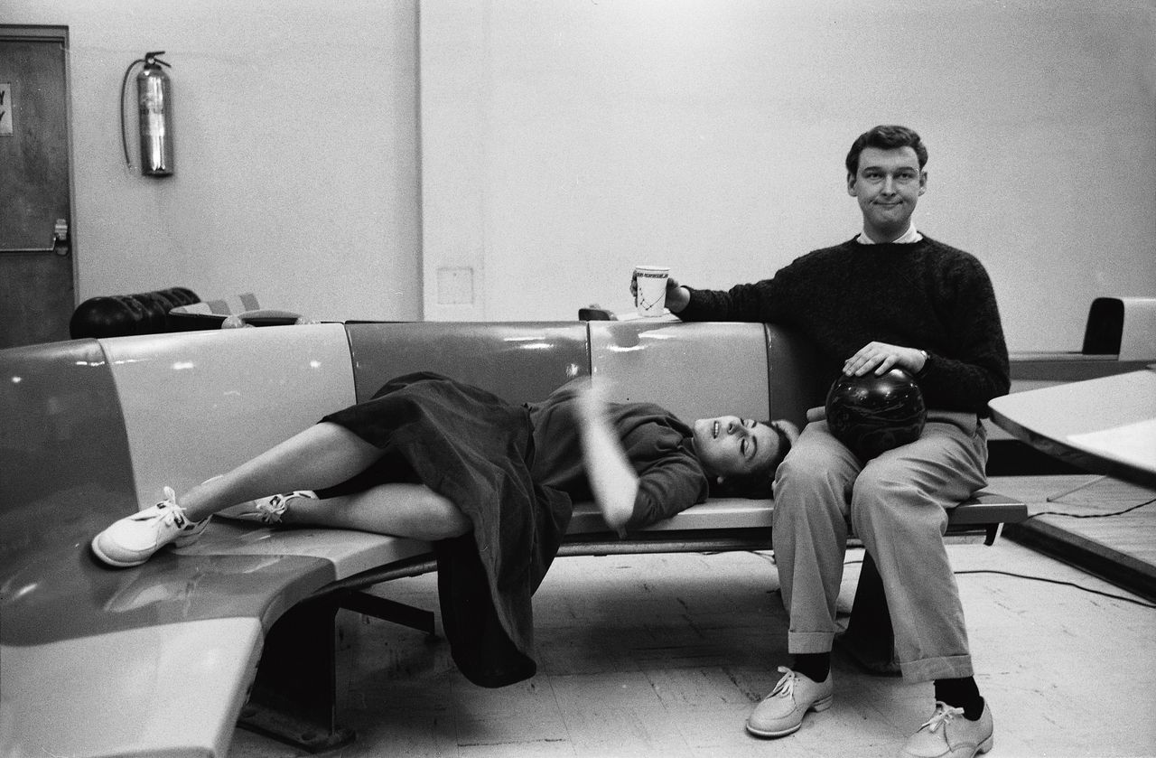 Mike Nichols met zijn comedypartner Elaine May, in 1961.