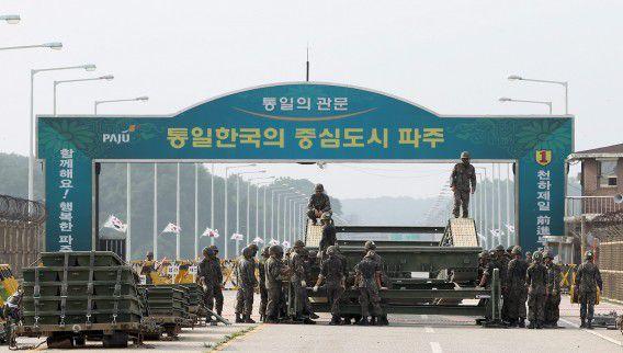 Grensovergang tussen de twee Korea's.