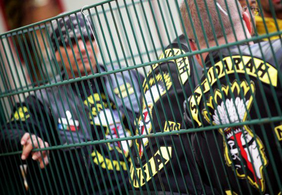 epa03246652 Members of the Dutch rocker club Satudarah stand in front of the clubhouse Clown-Town in Duisburg, Germany, 02 June 2012. Around 300 rockers from different clubs met to found a branch of the Dutch Satudarah. EPA/DANIEL NAUPOLD