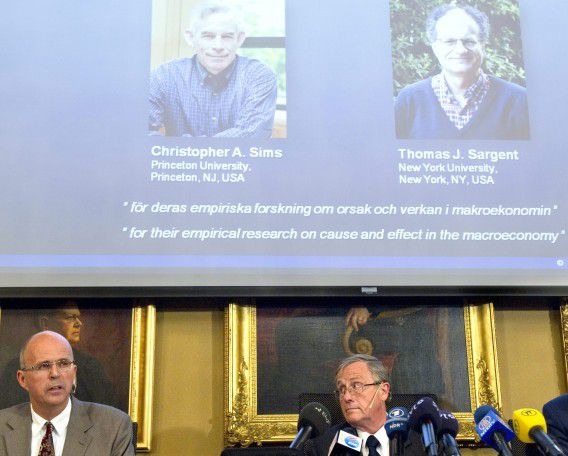 STOCKHOLM 2011-10-10 Swedish Royal Academy of Sciences member Per Krusell (L) and permanent secretary Staffan Normark (R) give a press conference in Stockholm on October 10, 2011 to announce that US researchers Thomas Sargent and Christopher Sims won the 2011 Nobel Economics Prize for their work on macro-economics and government economic policymaking. AFP PHOTO / FREDRIK SANDBERG - SWEDEN OUT -