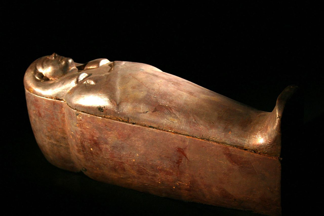 A two-foot-long gold infant-sized coffin that was unearthed inside the first tomb discovered in over 80 years in Egypt's Valley of the Kings is shown in this undated publicity photograph released by Discovery Channel May 30, 2006. The Discovery Channel has exclusive access to the tomb's excavation and will telecast the findings in 'Egypt's New Tomb Revealed' on June 4 in the U.S. NO SALES NO ARCHIVES REUTERS/PRNewsFoto/The Discovery Channel/Handout