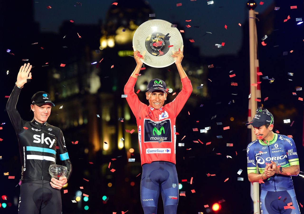 Winnaar Nairo Quintana geflankeerd door Chris Froome en Esteban Chaves.