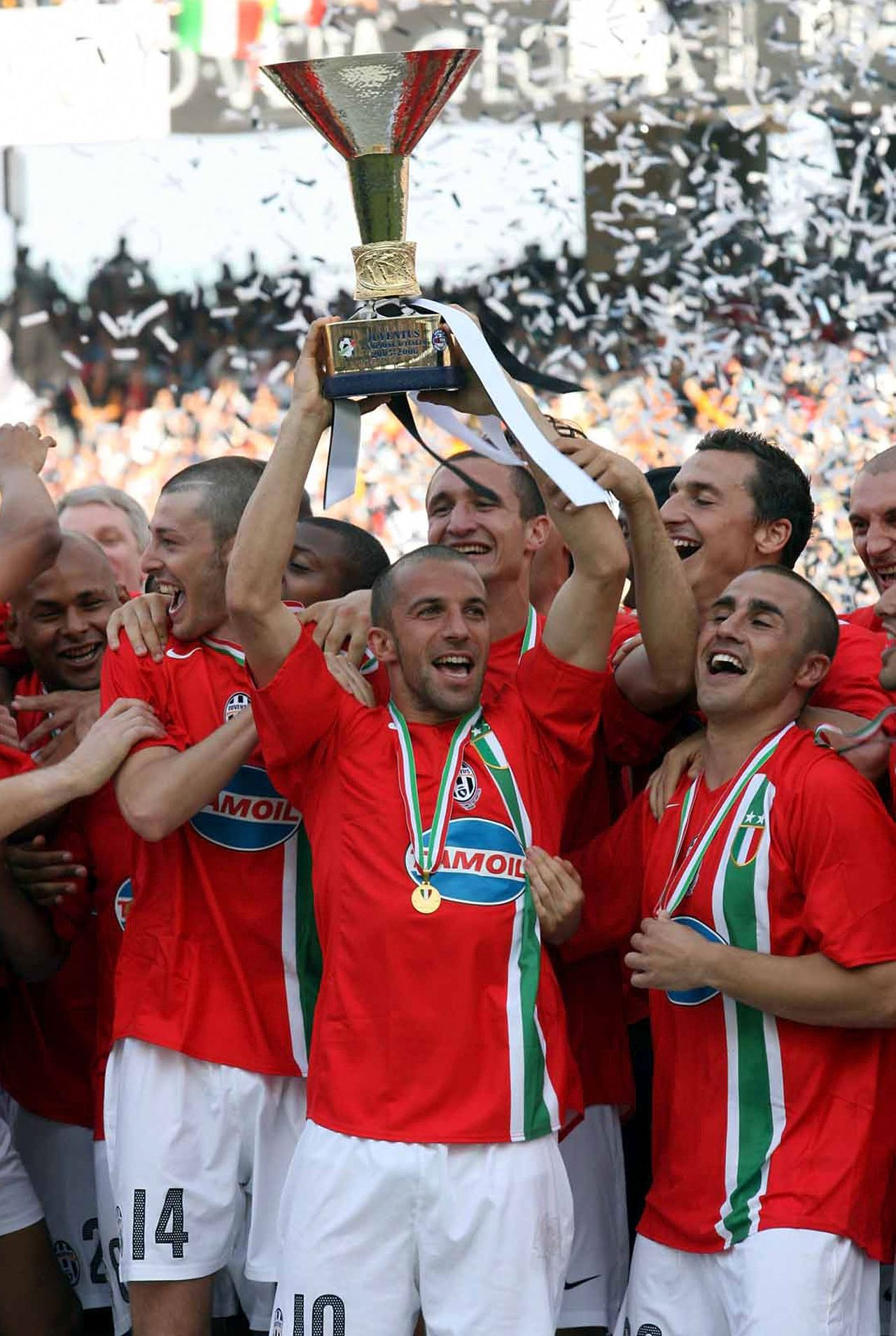 """Juventus juicht na het behalen van de titel. Maar die moet mogelijk worden ingeleverd. Foto Pics United Onderwerp/Subject: Juventus celebrating championship Reklame: Club/Team/Country: Juventus Seizoen/Season: 2005/2006 FOTO/PHOTO: Juventus Alessandro DEL PIERO (C) celebrating with the trophy , behind: Federico BALZARETTI (14) , Zlatan IBRAHIMOVIC (R) and Fabio CANNAVARO (28) Trefwoorden/Keywords: #02 $15 ±1147781919847 Photo- & Copyrights © PICS UNITED P.O. Box 1235 - 5602 BE EINDHOVEN (THE NETHERLANDS) Phone +31 (0)40 296 28 00 Fax +31 (0) 40 248 47 43 http://www.pics-united.com e-mail : info@pics-united.com (If you would like to raise any issues regarding any aspects of products / service of PICS UNITED) or e-mail : sales@pics-united.com ATTENTIE: Publicatie ook bij aanbieding door derden is slechts toegestaan na verkregen toestemming van Pics United. VOLLEDIGE NAAMSVERMELDING IS VERPLICHT! (© PICS UNITED/Naam Fotograaf, zie veld 4 van de bestandsinfo 'credits') ATTENTION: © Pics United. Reproduction/publication of this photo by any parties is only permitted after authorisation is sought and obtained from PICS UNITED- THE NETHERLANDS The image is copyright to PICS UNITED or its associate photographers. Full name must be printed with the photo! (© PICS UNITED/Name Photographer, see field 4 of the File Info, 'credits"""") You may not publish, reproduce on either an electronic bulletin board, corporate intranet or the Internet, licence, sell or otherwise distribute the image(s) without a Licence to do so from PICS UNITED."""