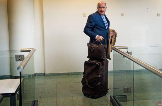 Zakenman Joep van den Nieuwenhuyzen komt aan bij de rechtbank in Rotterdam. Het is de eerste van 22 geplande zittingsdagen voor het proces dat hoofdzakelijk draait om omkoping en het weghalen van geld uit bedrijven die bijna failliet zijn.