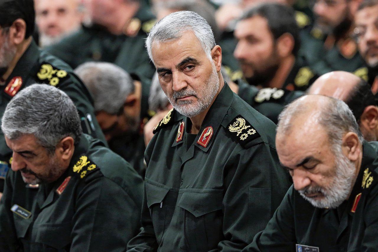 De door de VS gedode Iraanse generaal Qassem Soleimani (midden) op 18 september 2018 in Teheran.