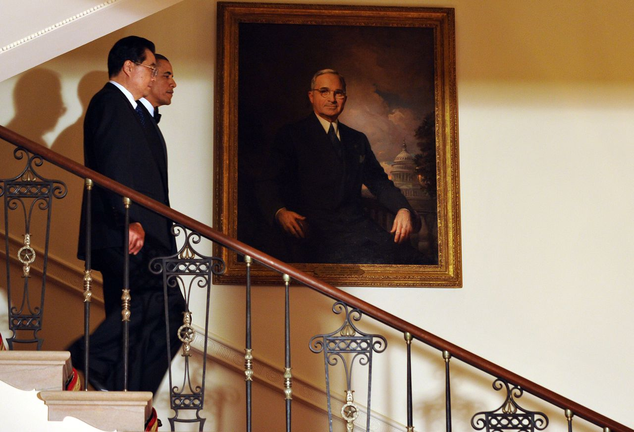 """US President Barack Obama (R) and Chinese President Hu Jintao walk down the Grand Staircase at the White House as they arrive for the State Dinner in Washington, DC, on January 19, 2011. Obama and Hu sparred over human rights but smoothed over sharp differences by making an economic and strategic case for working together. On a long-awaited state visit, Hu made the unusual comment for a Chinese leader that """"a lot"""" remained to be done on freedoms in China, but pointedly did not share Obama's view that basic human rights were """"universal."""" AFP PHOTO/Jewel Samad"""