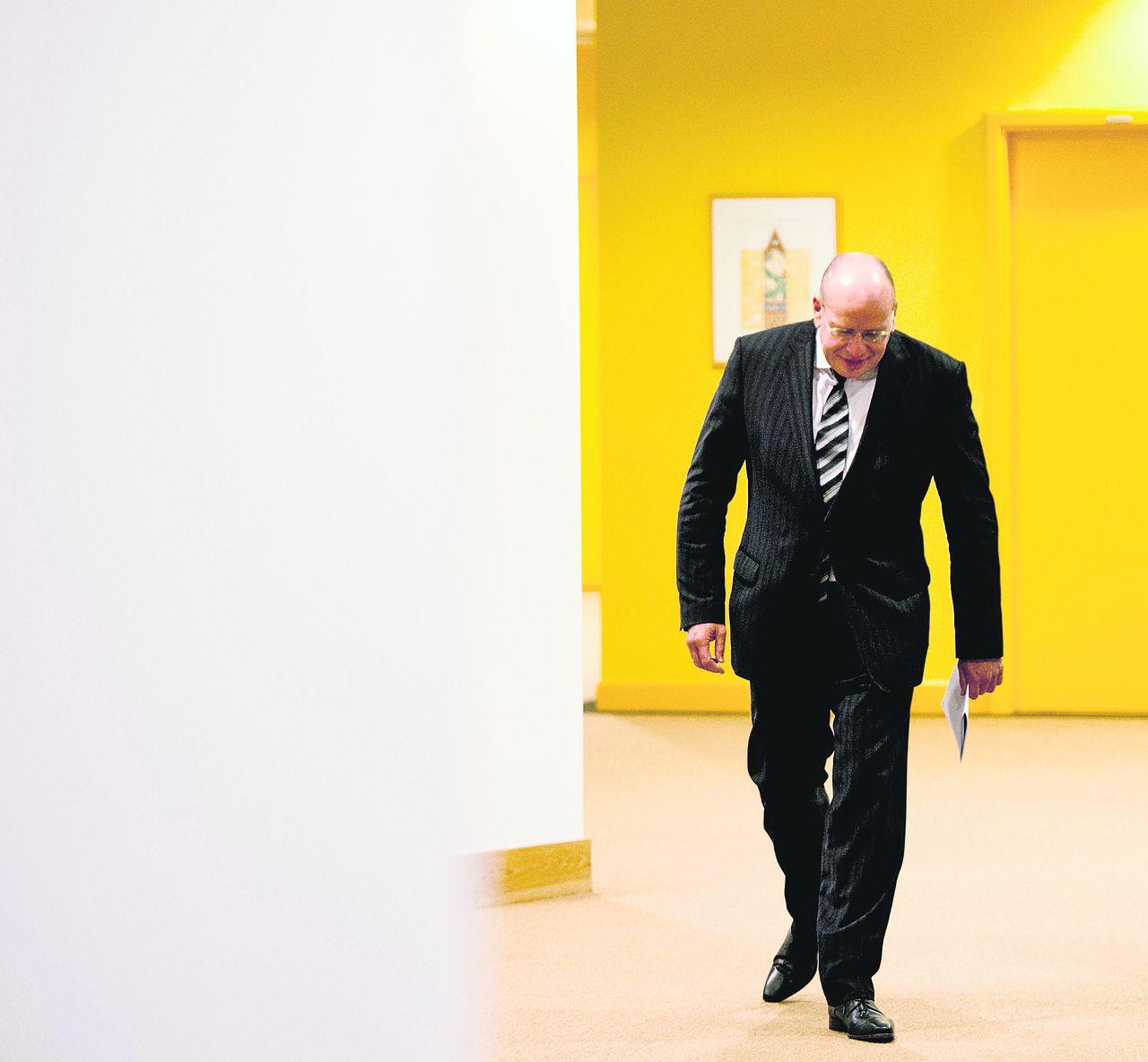 Staatssecretaris van Veiligheid en Justitie Fred Teeven wilde Volkert van der G. geen proefverlof verlenen. De rechter haalt een streep door diens besluit.